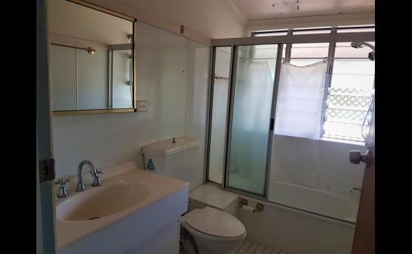 2/567 Ross River Road KIRWAN Main Bedroom En-suite (1-2)